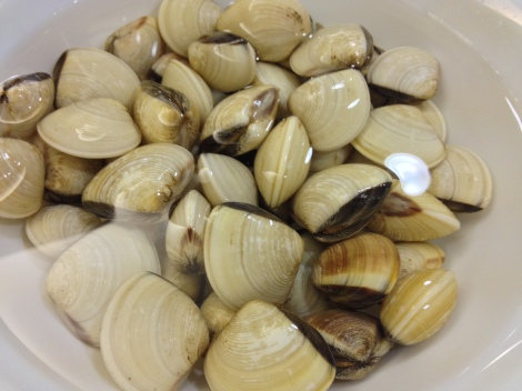 clean and soak the clams