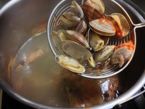 use a strainer to fish out the cooked clams
